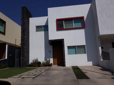 Casa Con 3 Recamaras Y Estudio, Terraza Y 3 Baños Completos