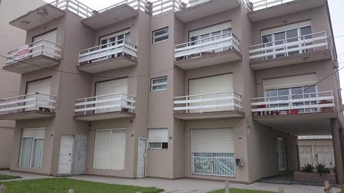 Departamento 2 Ambientes Con Garage Y Baulera. 2° Piso Por Escalera.  Contrafrente. Edificio Frente Al Mar.