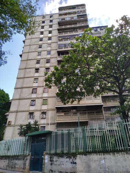 Apartamento De 3 Habitaciones Y Un Baño El Valle Caracas