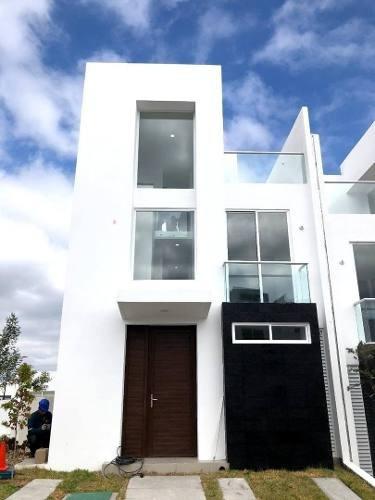 Casa En Renta Avenida Biznaga, Zibata, Cond. Baraka