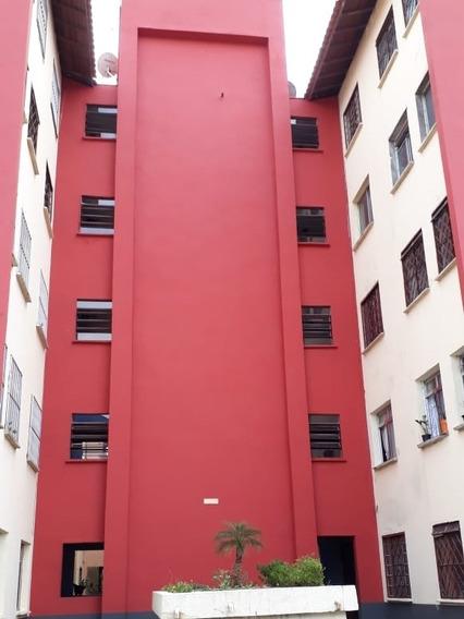 Apartamento De 2 Quartos E 1 Banheiro