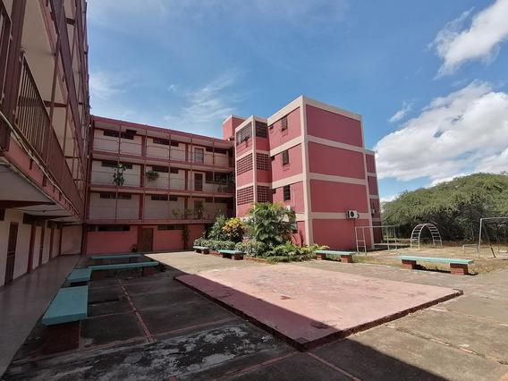 Tito Reyes Vende Espectacular Apartamento