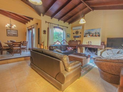 Espectacular Casa En Venta En Jardines De Córdoba, Ideal Para Vivir Todo El Año!- Ref: 2147
