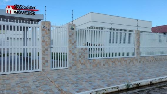 Casa A Venda Com Piscina Em Peruibe Com Ótimo Acabamento, Bairro De Moradores, Aproximadamente 200 Metros Da Praia, 4 Dormitórios, Sendo Um Suíte, Sal - Ca01054 - 33704524