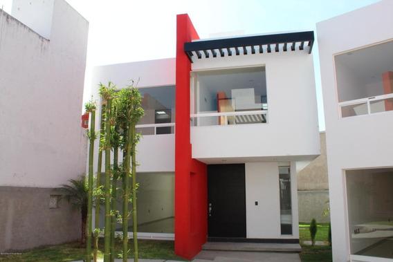 Casa En Venta En Milenio 3era Seccion, Queretaro, Rah-mx-20-2013