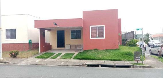 Venta De Casa En Arboledas, La Chorrera.