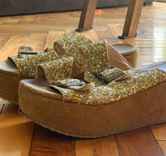 Sandalias Con Tiras De Brillos Dorados - Usadas