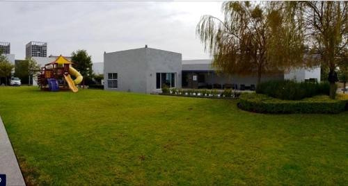 Juriquilla Santa Fe, 4 Recamaras, Alberca, Jardín, Ubicada