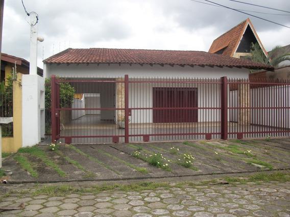 Casa Em Itanhaém , 200m Da Praia, Á 5 Minutos Do Centro.