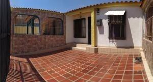 Casa En Venta La Esmeralda San Diego Carabobo 20-11492 Rahv