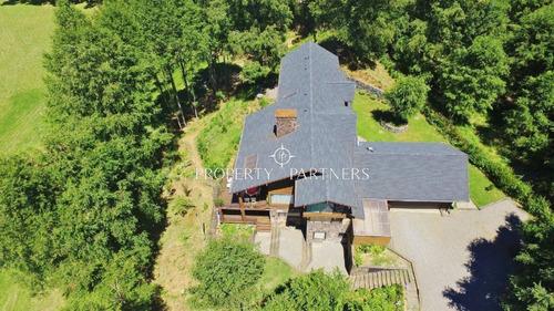 Imagen 1 de 30 de Gran Casa En Pucón, Con 400 Mt De Orilla De Río.