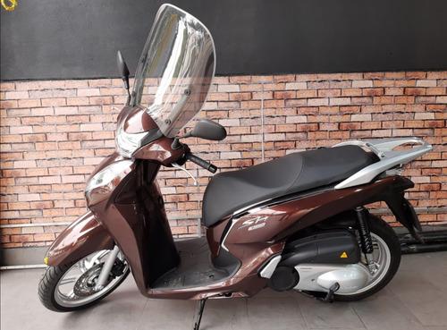 Imagem 1 de 2 de Honda Scooter