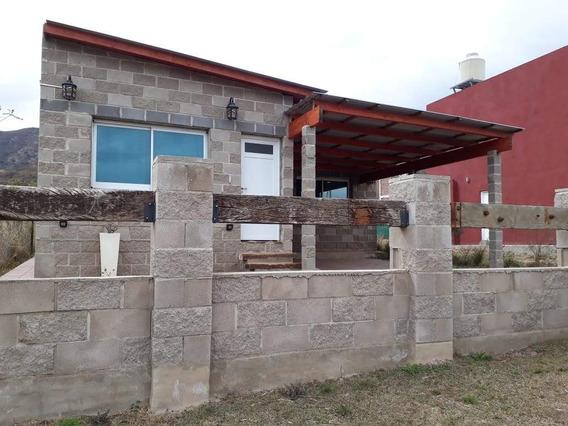 Casa En Venta En Comuna De San Roque, Villa San Roque Del Lago Sobre Calle Auténticos Decadentes. (c64)