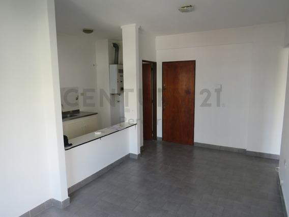 45 Entre 12 Y 13. Departamento En Venta De 1 Dormitorio Con Balcon, La Plata.-