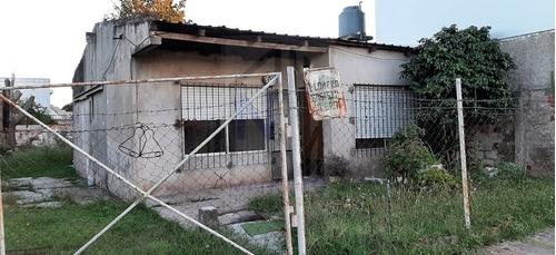 Imagen 1 de 11 de Casa 3 Ambientes Con Gran Terreno Libre En Berazategui!