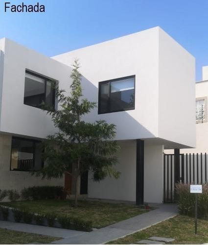 Amplia Casa En Renta En El Refugio En Privada