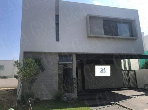 Excelente Casa A Estrenar En Coto Privado - Solares Resid.