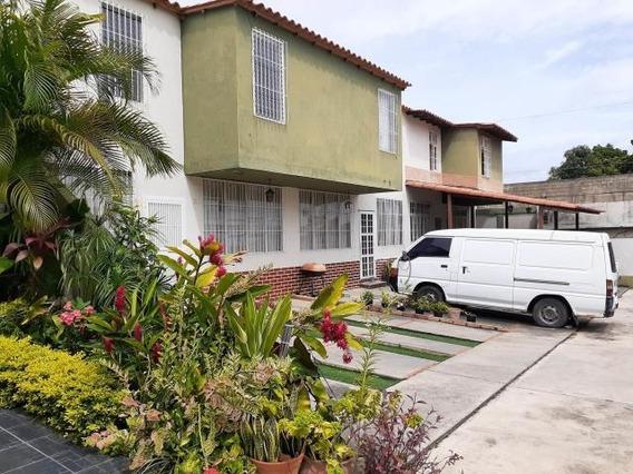 Casa En Venta La Piedad Cabudare 20-2576 Rr