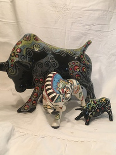 Toros Pintados A Mano: Arte Y Decoración Cerámica Al Horno
