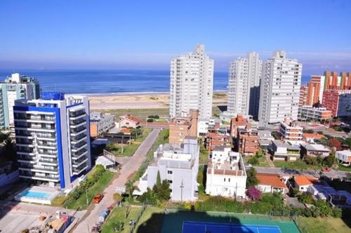 Venta De Apartamento 2 Dormitorios, En Playa Brava