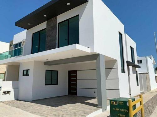 Casa En Venta En Fraccionamiento Real Del Valle