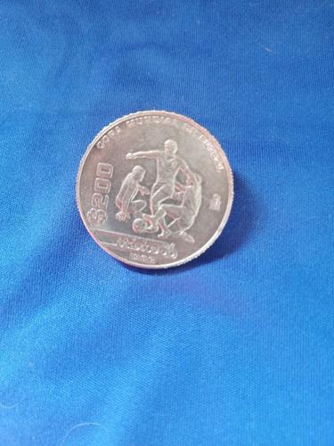 Imagen 1 de 3 de Moneda De $200 Copa Mundial De Fútbol 1986, Con Error