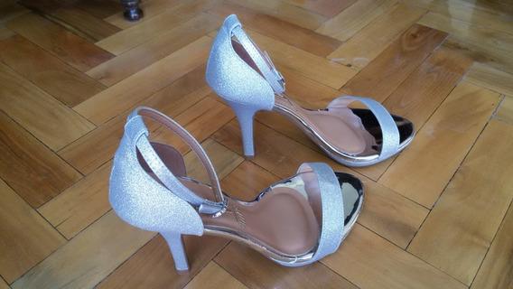 Sandalias Taco Alto Glitter Plata Con Talonera Vizzano Mujer