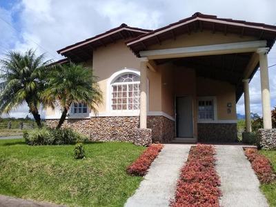 194783mdv Se Vende Comoda Casa En Altos De Boquete