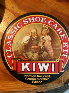 Kiwi Classic Shoe Care Kit Antiguo Contenedor.