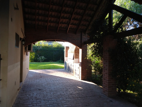 Quinta En Predio  Cerrado Las Acacias