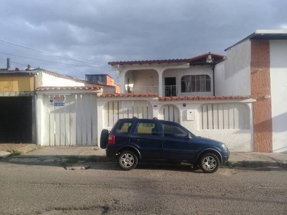 Se Vende Casa A Pie De Calle En La Av Los Agustinos