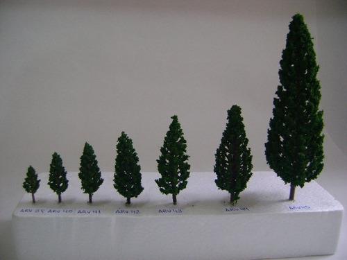 Imagen 1 de 6 de Nico 10 Pinos De 5,8 Cms Alto Plastico Y Esponja H0 (arv 41)