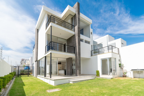 Casa En Esquina De 3 Niveles, Cumbres Del Lago, Juriquilla.