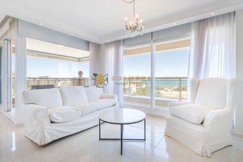 Apartamento De Tres Dormitorios Y Servicio En Alquiler Le Jardin- Ref: 4042