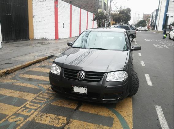 Volkswagen Bora 2.0 2008 Gris Platino 5 Puertas