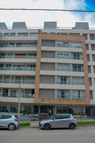 Oportunidad!!-venta Apartamento En Piso 6 En Excelente Zona