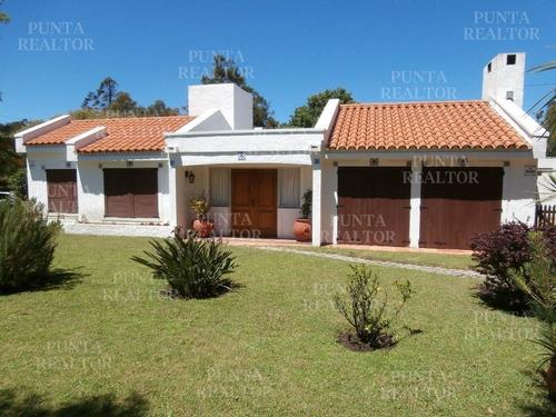 Casa En Alquiler En Pinares A Dos Cuadras Del Mar- Ref: 369