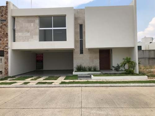 Casa En Venta En Residencial Puerta Azul- Zona El Country.
