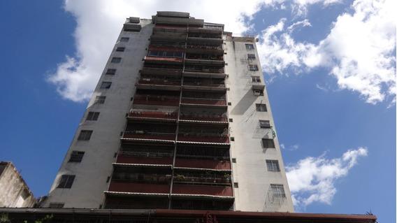 Apartamento En Qta Crespo 19-12566 Yanet 0414-0195648