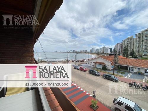 Apartamento En Venta En Primera Linea De Playa Mansa, 3 Dormitorios, 2 Baños Y Cochera En Subsuelo.