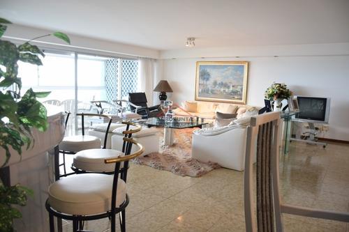 Apartamento En Venta En Excelente Punto De Playa Brava * Frente Al Mar *- Ref: 5242