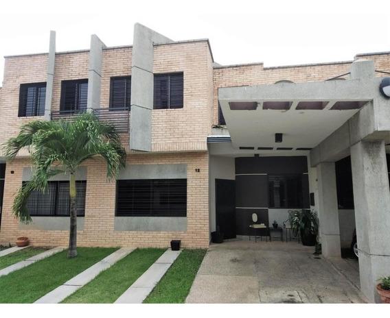 Townhouse En Venta Los Mangos, Valencia Cod 20-7470 Ddr
