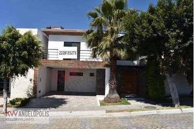 Oportunidad De Casa En Venta En Cluster 888, Lomas De Angelópolis, Con Jardín En Frente