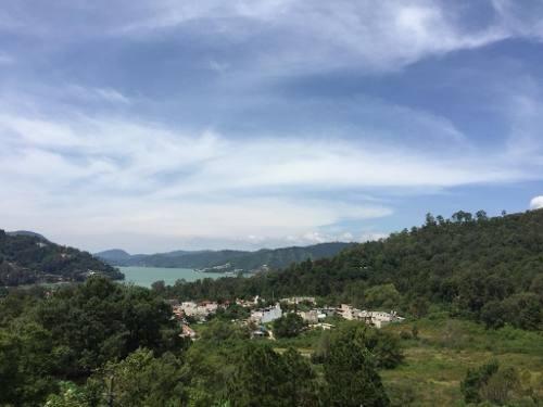 Casa Que Puede Terminar Y Decorar A Su Gusto Con Vista Al Lago, Peña Y Montañas. Usted Decide Los Ac