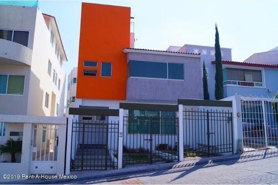 Casa En Renta En Milenio 3era Seccion, Queretaro, Rah-mx-20-1997
