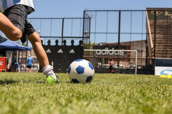 Clase Online De Fútbol. Escuela De Fútbol. Entrenamiento.