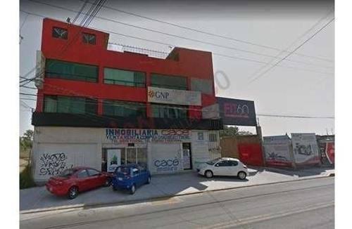 Predio De 2500m2 En Venta Con Edificio De Tres Pisos, Salón Y Jardín Para Eventos. Texcoco, Edo. De México