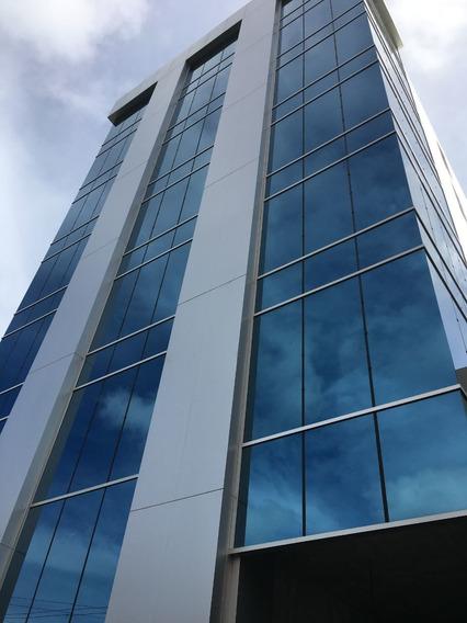 Oficina En Torre Empresarial De Naco, 592 Mts.
