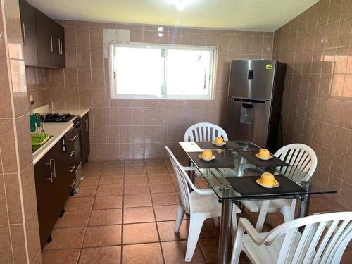 Imagen 1 de 12 de Casa Amueblada Con Amplias Estancias Y Jardín Llena De Tranquilidad., 64929
