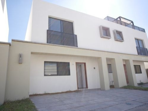 Casa En Venta Y Renta En El Alcázar (casa Fuerte)